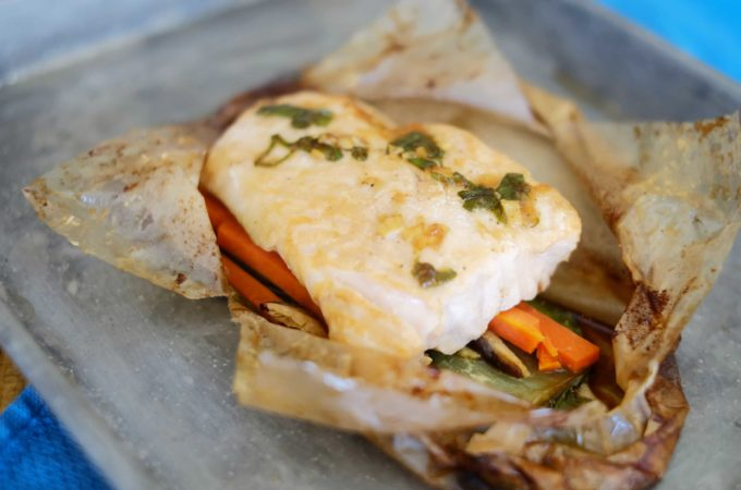 Asian-style Salmon and Vegetables en Papillote