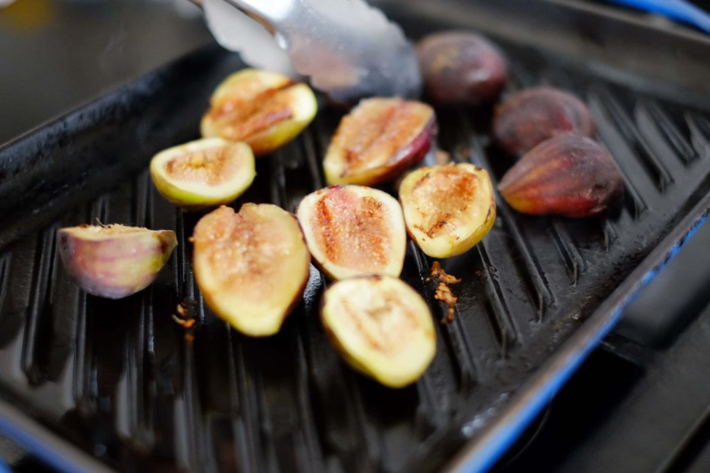 grilling figs in a grill pan